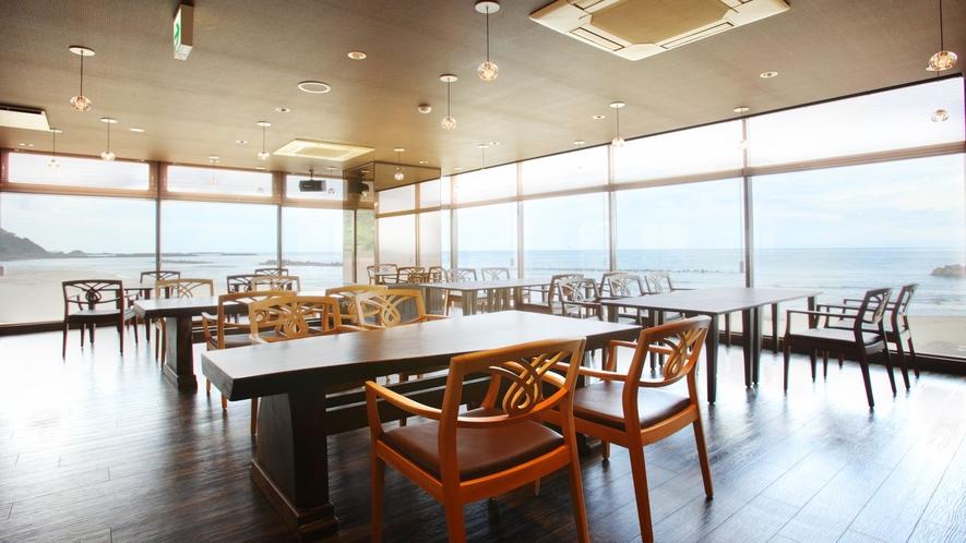 海に囲まれたレストラン