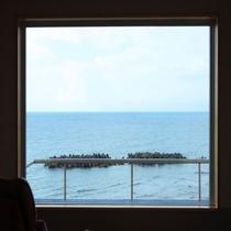 絵画のような絶景が窓一面に広がる♪