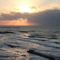 刻々と変わる空と海のコラボ!