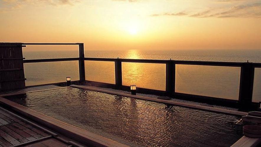屋上展望風呂からの夕陽!当館でしか味わえない絶景を♪