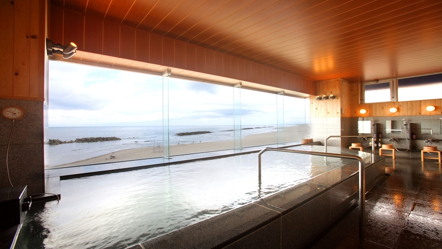 海に囲まれた温泉♪2階大浴場