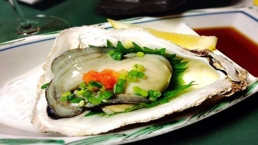 【オプションも可】庄内浜の岩ガキは夏が旬!大粒でプリプリの身と濃厚でまろやかな味が特徴!(ー例)