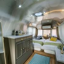 エアストリーム室内 贅沢なおこもり空間