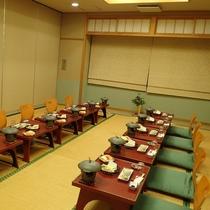 中・小広間 少人数でのご利用にもご対応させていただきます。グループ様でのお食事会などにどうぞ。