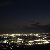 【夜景】当館からは満天な星空とまるで宝石箱のような善光寺平の夜景をお楽しみいただけます。
