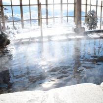 雪見の貸切露天風呂から*冬の景観、特に夜景は格別です。天然温泉でごゆっくりどうぞ♪