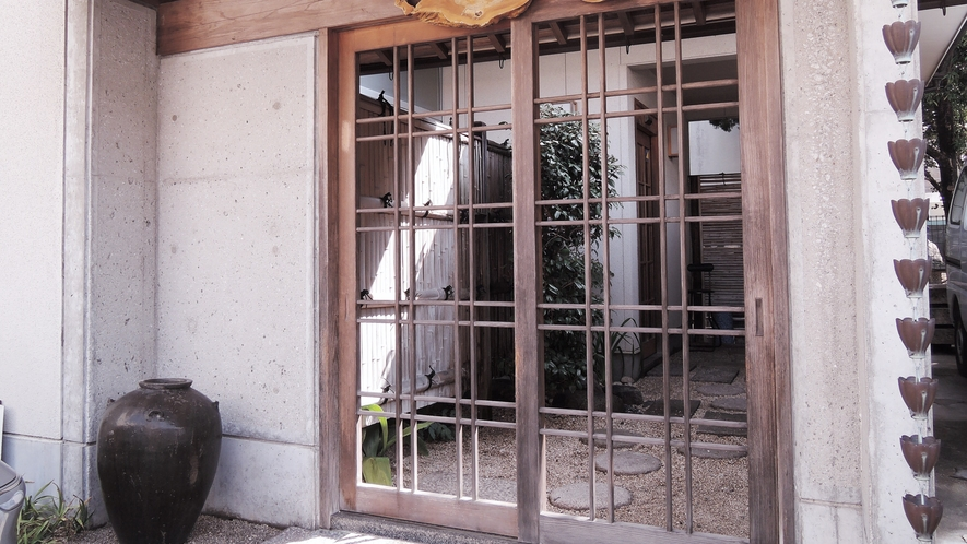 *【外観】小戸荘へようこそ