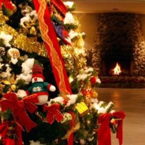 クリスマスツリーと暖炉