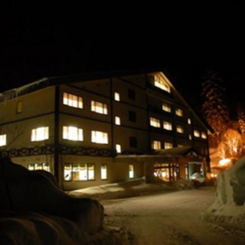 夜の湧駒荘(冬)