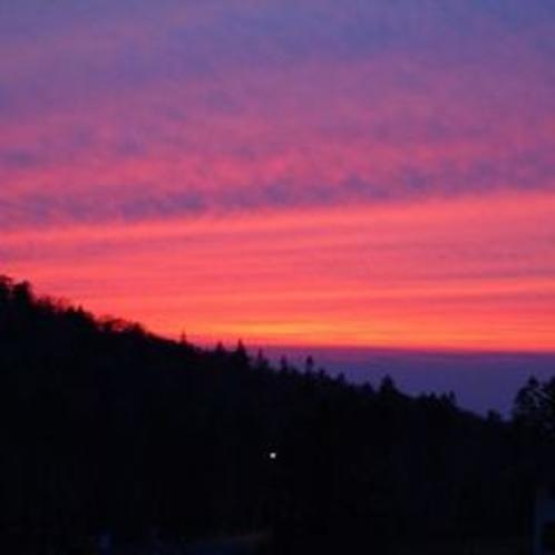 窓からの夕陽
