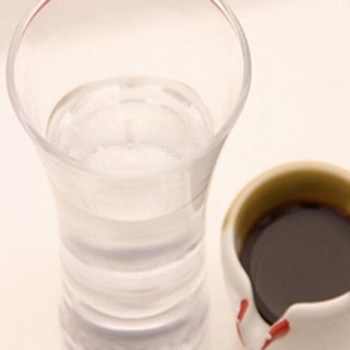 湧水ゼリー。黒蜜をお好みで…。