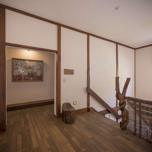 大きな絵画は竹内智香選手の祖母の作品です