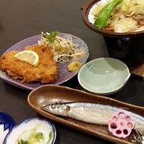 【夕食一例】地元の旬の食材を中心に使った料理です
