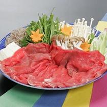 *牛すき焼き/国産牛とたっぷりのお野菜を甘辛く味付け。笑顔ほころぶ美味しさ◎