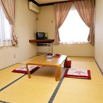 *和室一例/畳の薫がほのかに香るお部屋で団欒のひと時をお過ごし下さい。
