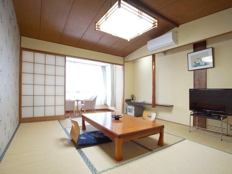 【禁煙】和室10畳と広縁3畳のゆとりのお部屋。