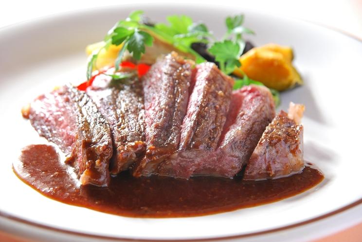 【メイン:肉料理(基本プラン)一例】季節により内容が異なります。