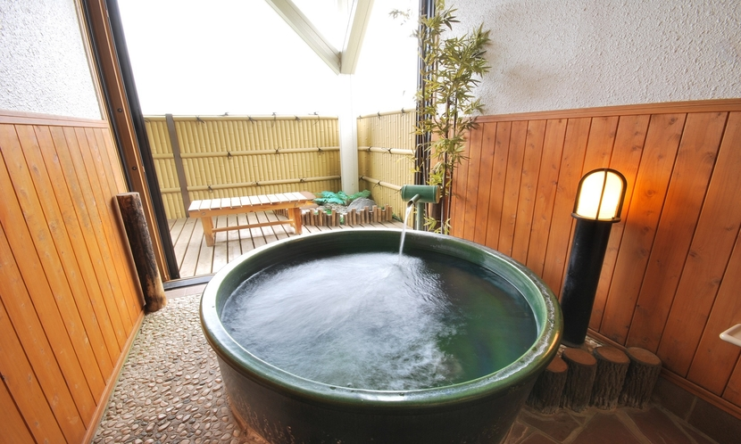 【別館露天風呂付き客室】24時間いつでもお好きなときにお入りいただけます。