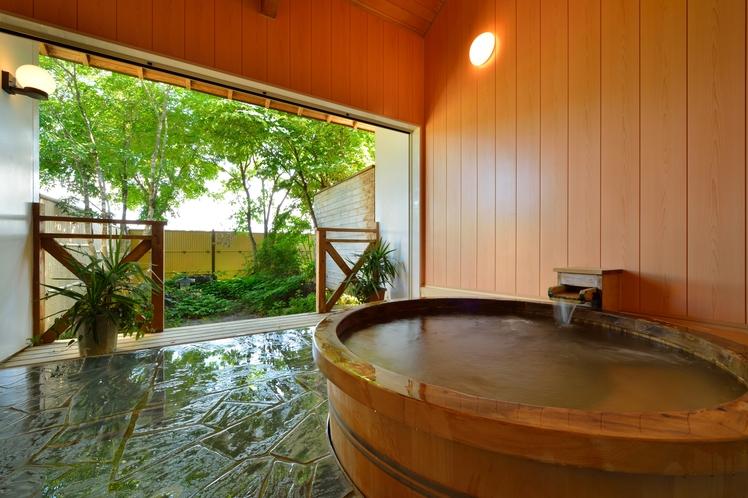 【古代檜露天風呂】お部屋ごとの貸切制にてご利用頂けます。(チェックイン時予約)