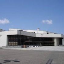 ≪八戸公会堂≫ ホテルから徒歩5分。コンサートや講演会が行われます。