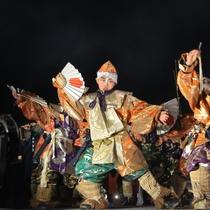 ≪八戸えんぶり≫ 松の舞  農作業の休憩中、松の枝を持って踊ったのが始まりと言われる舞。