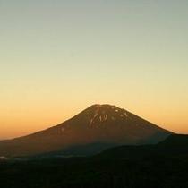 【〜 羊岳百景 〜 夕暮れの羊蹄山】