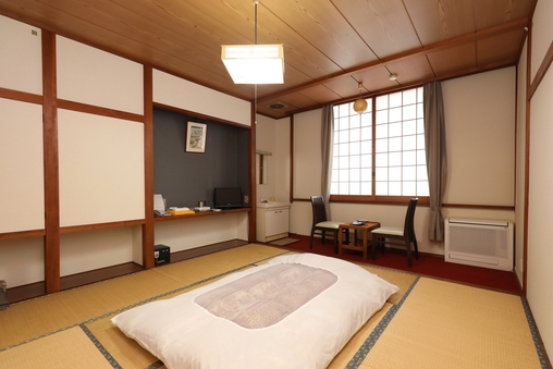 和室(中)6畳または8畳、共同バストイレ