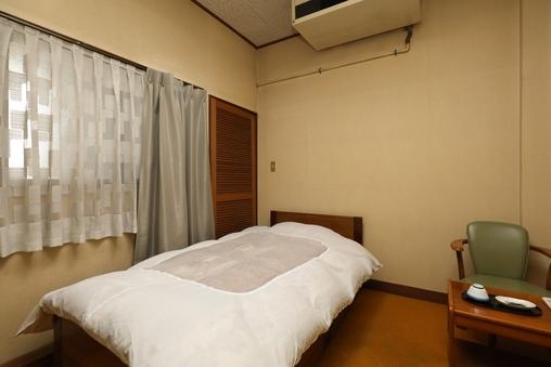 訳アリ4.5畳、和室または洋室ベッド(小)