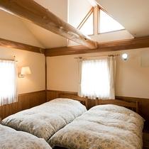 木のぬくもりある洋室は全室ロフト付き