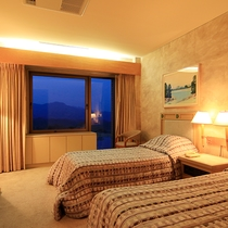 ベッドルームはツイン・ダブルルームと同等の広さです