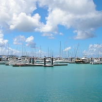 *【宜野湾港マリーナ】海と空と船のコントラストが美しい。