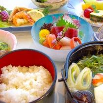 *【夕食一例】おなかいっぱい満たされます。