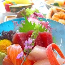 *【夕食一例】新鮮な海の幸に舌鼓。