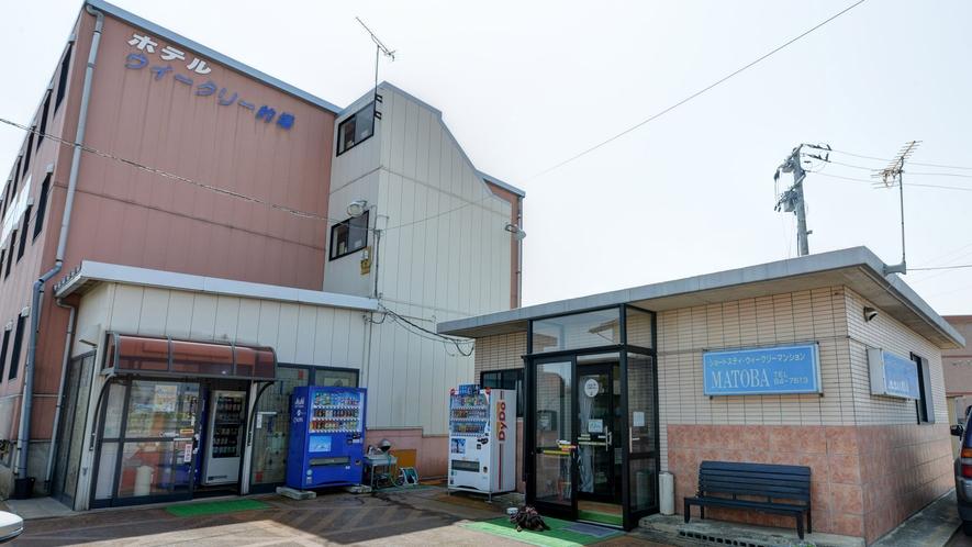 *【外観】南長井駅から徒歩5分の好立地。無料駐車場は、30台分完備しています。