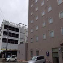 ◆提携駐車場「パルテ」はホテルのすぐ西隣です◆