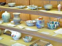 館内の各所に陶器が飾られている