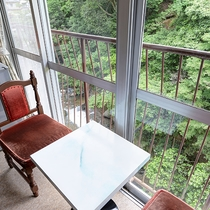 *【川側和室8畳】お部屋からの眺め一例です。下部川を望みます。