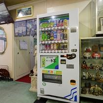 *【フロントロビー】自動販売機もございます。