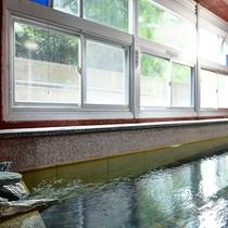 *温泉 源泉掛け流しの100%天然温泉の大浴場です。湯治にもお薦めです!