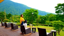 箱根連山を望むガーデンテラス