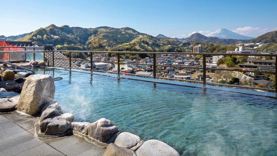 絶景!満点の星空と富士山を望む大スケールの屋上天空露天風呂