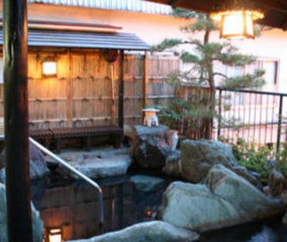 夕暮れ時の露天風呂