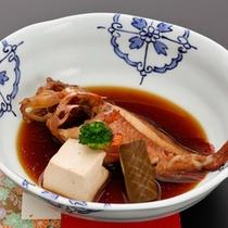 <夕食一例>カサゴの煮付け。長崎では「アラカブ」の名で親しまれている地魚です。