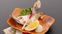 *【夕食一例】有明海目の前のロケーション!鮮度の良いお魚をお召し上がり頂けます。