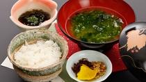 *【夕食一例】棚田米に、アオサやモズク、地産の蔵出し味噌と南島原の恵みが満載!