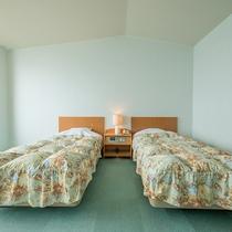 *【部屋/洋室】ふかふかのツインベッドで旅の疲れも癒されます♪