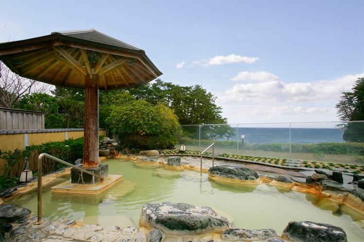 開放感あふれる景色をみながら、湯浴みをお楽しみください。