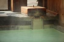 乳白色の天然硫黄温泉