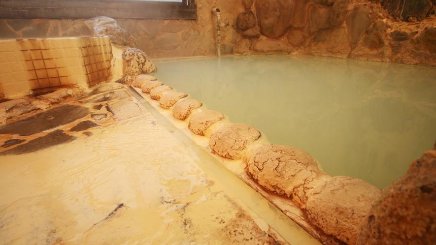 当館の温泉は酸性明ばん泉(硫黄泉)