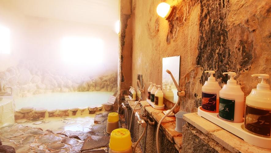 充満する湯気もまた温泉浴効果を高めていきます